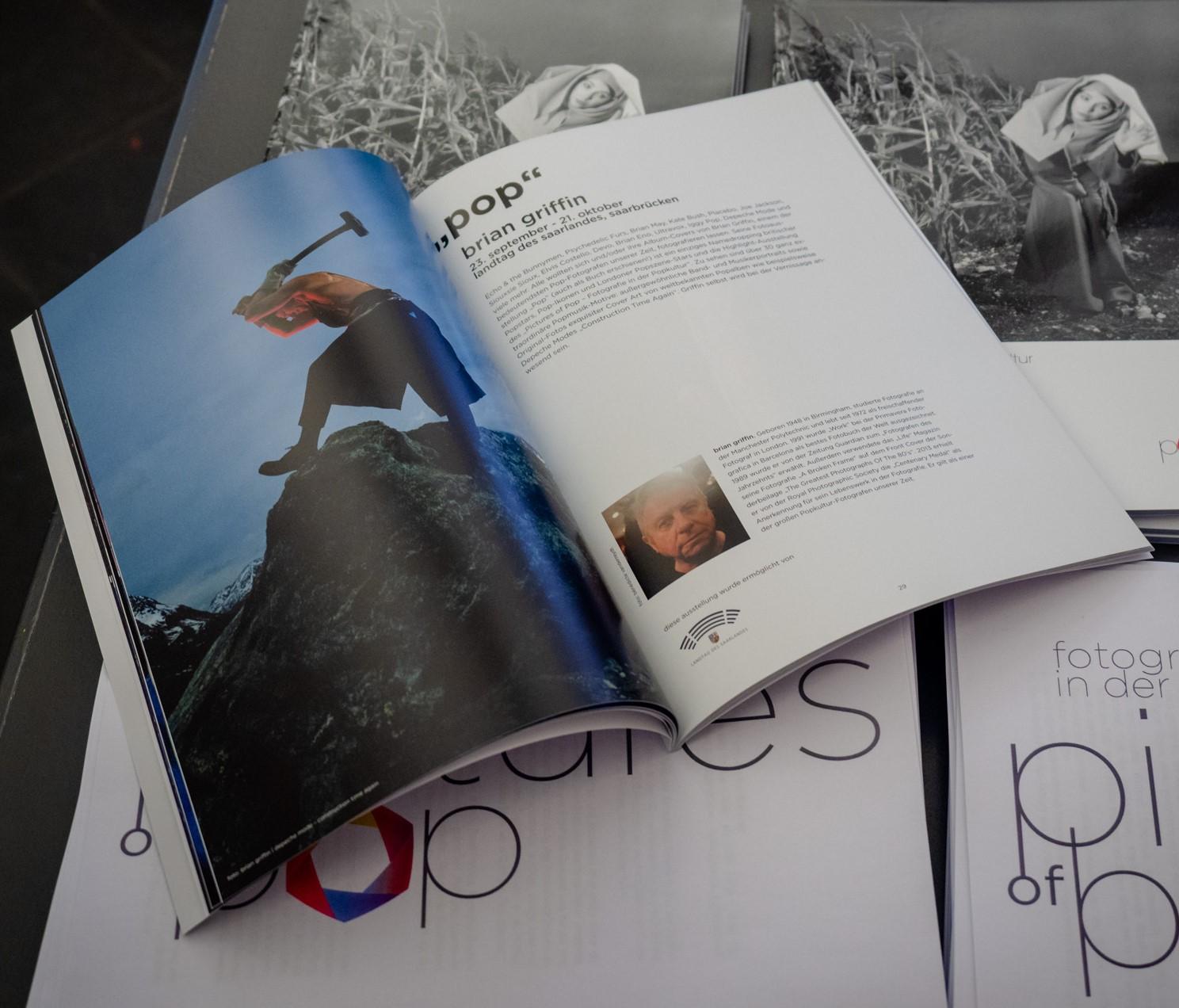 """Katalog zum Ausstellungsfestival """"Pictures of Pop – Fotografie in der Popkultur"""" – in allen Buchhandlungen erhältlich"""