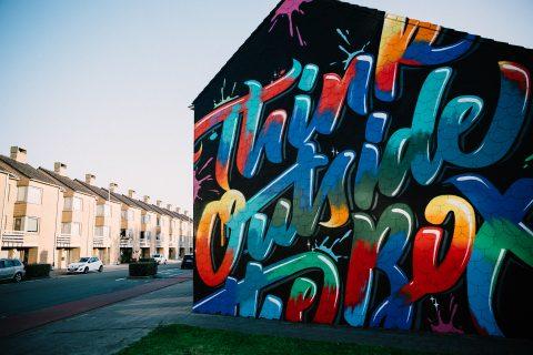 Urban Art Tag vs Nacht – Seepia Fotografie